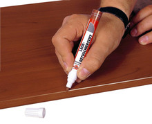 Pisak retuszujący - kolor 06 Czarny  Zastosowanie: Naprawa odbarwień, zadrapań. Delikatnych pęknięć w drewnie i materiałach drewnopochodnych....