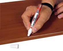Pisak retuszujący - kolor 010 RAL9016  Zastosowanie: Naprawa odbarwień, zadrapań. Delikatnych pęknięć w drewnie i materiałach drewnopochodnych....