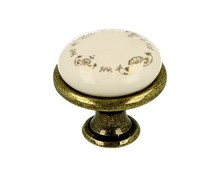 Klasyczna gałka metalowa z wierzchołkiem porcelanowy, zastosowanie kuchenne,.  Pokrycie galwaniczne - antyczny mosiądz. Kolor porcelany - MLK-3  Do...