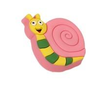 Uchwyt do mebli dziecięcych renomowanej firmy Siro w kształcie ślimaka. Wykonany ze specjalnego miękkiego tworzywa w celu ochrony dzieci.  Uchwyt w...
