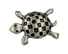 Uchwyt w kształcie żółwia, renomowanej firmy Siro Wykonany z metalu w pokryciu stara cyna Kolekcja Big Bang zaprojektowana przez Monique Beaudry ...