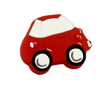 Uchwyt do mebli dziecięcych renomowanej firmy Siro w kształcie autka.  Wykonany ze specjalnego miękkiego tworzywa w celu ochrony dzieci.
