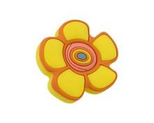 Uchwyt do mebli dziecięcych w kształcie kwiatka renomowanej firmy Siro.  Wykonany ze specjalnego miękkiego tworzywa w celu ochrony dzieci.  Uchwyt w...