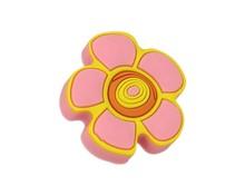 Uchwyt do mebli dziecięcych w kształcie kwiatka renomowanej firmy Siro.  Wykonany ze specjalnego miękkiego tworzywa w celu ochrony dzieci.  Efektowny...