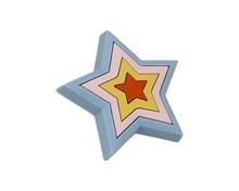 Uchwyt do mebli dziecięcych renomowanej firmy Siro w kształcie gwiazdki. Wykonany ze specjalnego miękkiego tworzywa w celu ochrony dzieci.  Uchwyt w...