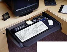Metalowa półka klawiaturowa CBERGO-TRAY300 w wersji z piórnikiem. Wykończenie tylko w kolorze czarnym. Przeznaczona do montażu pod blatem. Udźwig do...