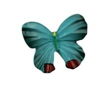 Gałka Z kolekcji Butterfly - motyw niebieskiego motylka. Wykonana z tworzywa sztucznego.  Piękna gałka w kształcie niebieskiego motyla może być...