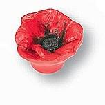 Gałka z kolekcji Flower - motyw Mak. Wykonana z tworzywa sztucznego.  Bardzo efektowna gałka w kształcie kwiatu maku sprawi, że prosta szafka nabierze...
