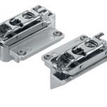 Symetryczne mocowanie frontu do AVENTOS HK-S pozwala na łatwy i wygodny montaż systemu AVENTOS HK-S za pomocą wkrętaka krzyżowego. Dzięki regulacji w...