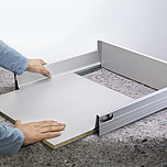 DNO 45cm/90cm SZARE Do TANDEMBOX Dno przeznaczone jest do szuflad Tandembox do długości prowadnicy 45cm i szerokości korpusu 90cm. W wersji ścianka tylna...