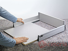 DNO 55cm/60cm SZARE Do TANDEMBOX Dno przeznaczone jest do szuflad Tandembox do długości prowadnicy 55cm i szerokości korpusu 60cm. W wersji ścianka tylna...