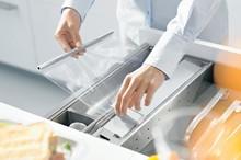 Obcinarka do folii spożywczej ZSZ.01F0 element systemu ORGA-LINE do szuflad Tandembox Nowa obcinarka do folii ORGA-LINE stanowi praktyczny dodatek,...