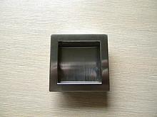 Uchwyt wpuszczany z kolekcji Druckguss firmy Siro.Wykonany z metalu, kolor pokrycia - Stal Szlachetna.