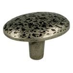 Gałka z kolekcji Sullivan, renomowanej firmy Siro Wykonana z metalu w pokryciu stare srebro. Kolekcję Sullivan zaprojektował Ian Smith. Stylowa...