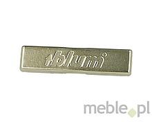 Zaślepka zawiasu 90M2503 stalowa z powierzchnią niklowaną z nadrukiem BLUM. Kształt: prostokątna, wyoblona, mocowana centrycznie. Mocowanie zaślepki:...