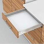 Zestaw elementów do wykonania szuflady Tandembox Antaro z hamulcem BLUMOTION. Do samodzielnego montażu. Bok N=68mm Długość prowadnic 550mm Kolor...