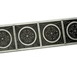 Uchwyt firmy Gamet w stylu retro z kolekcji Arcanum. Idealny do biura, pokoju i kuchni, kolor pokrycia czarny nikiel polerowany, rozstaw 96mm.