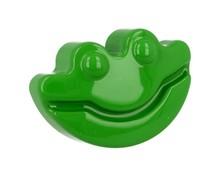Dziecięca gałka firmy GAMET z kolekcji HAPPY FROGS zielona. W skład kolekcji wchodzą również uchwyty DU05-0096-R0027 oraz wieszaki DW05-R0027