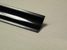 Listwa przyblatowa wykonana z tworzywa sztucznego.  Całkowita długość - 3000mm. Kolor - Czarny 619