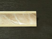 Listwa przyblatowa wykonana z tworzywa sztucznego.  Całkowita długość - 3000mm. Kolor - Marmur Łosoś 675