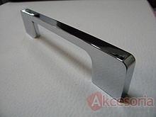 Uchwyt z kolekcji Druckguss firmy Siro. Wykonany z metalu, kolor pokrycia - chrom błyszczący. Rozstaw uchwytu 160mm.