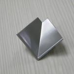 """Narożnik listwy przyblatowej wewnętrzny (K) """"LB23"""" wykonany z tworzywa sztucznego.  Kolor - aluminium satyna."""