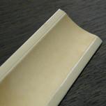 Listwa przyblatowa wykonana z tworzywa sztucznego.  Całkowita długość - 3000mm. Kolor - alaska 676