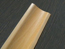 Listwa przyblatowa wykonana z tworzywa sztucznego.  Całkowita długość - 3000mm. Kolor - buk bawaria 680