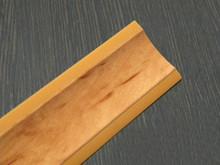 Listwa przyblatowa wykonana z tworzywa sztucznego.  Całkowita długość - 3000mm. Kolor - ambra 662