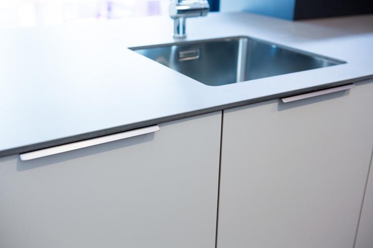 Uchwyt listwowy curve 0117 stal szlachetna rozstaw 32 mm viefe akcesoria - Tiradores de cocina modernos ...