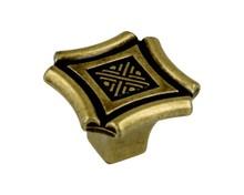 Gałka włoskiej firmy GIUSTI z kolekcji Dekor. Galka w kolorze antique florence(antyczne złoto). Wysokość uchwytu 24mm.