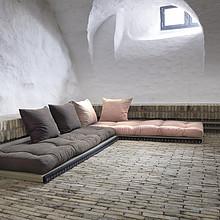 Sofa dająca nam wiele możliwości aranżacji. W skład mebla wchodzą 2 materace i dwie maty tatami 80x200 cm oraz 4 poduszki 40x55 cm. Pozwoli nam to na...