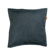 Ciekawa poduszka o prostym kształcie. Wykonana z bawełnianego materiału, w kolorze czarnym. Zdejmowalna poszewka z zamkiem. Produkt ręcznie wykonany w...