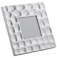 Ponadprzeciętna ramka na zdjęcie PEBBLE została wykonana z polerowanego aluminium. Wprowadzi nieco eleganckiego charakteru do Twojego najpiękniejszego...