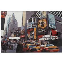 Obraz na płótnie TOWN został przymocowany do drewnianej ramy. Kolejne przedstawienie jednej z najsławniejszych dzielnic Nowego Yorku: Times Square. Akcent...