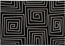 Dywan LINIO jest tradycyjnym egzemplarzem z artystyczną spiralą i plątaniną do zabawy dla dzieci. Ten polipropylenowy dywan szczyci się długimi,...
