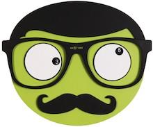 """Zegar 3089 """"Mr. Mustache"""", którego projektantem jest StudioPang, posiada mechanizm płynący zasilany za pomocą baterii typu AA. Zegar wykonany z..."""