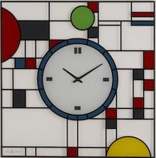 """Zegar """"Frank"""" został zaprojektowany przez Erwina Klijna i nawiązuje do witraży autorstwa Franka Lloyda Wrights""""a. Ten szklany, kolorowy..."""