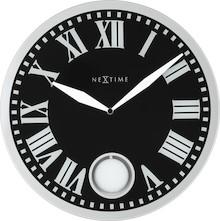 """Zegar 8161 """"Romana"""", którego projektantem jest NeXtime, posiada mechanizm z wachadłem zasilany za pomocą baterii typu AA. Zegar wykonany z szkła..."""