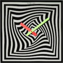 """Zegar 8177 """"Gracy Time"""", którego projektantem jest Ewald Winkelbauer, posiada mechanizm skokowy zasilany za pomocą baterii typu AA. Zegar wykonany..."""
