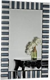 Tafle lusterek są kryształowe, szlifowane na całym obwodzie. Posiadają fazę. Lustro można wieszać w pionie oraz w poziomie.  Wymiar lustra (cm)...