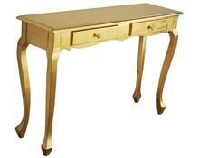 Komódka wykonana jest z drewna. Pokryta jest złotym szlagmetalem. Komódka jest dostępna w kolorze srebrnym (szlagmetal) oraz białym przecieranym....