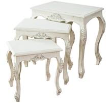 Komódki wykonane są z drewna. Pokryte są białym, przecieranym lakierem. Komódki sprzedawane są jako zestaw. Nie ma możliwości kupna pojedynczych...