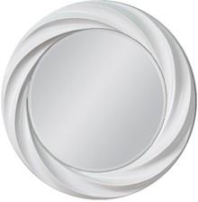 Niebanalne lustro w ciekawej, białej ramie. Rama lustra wykonana jest z masy PU i pokryta białym lakierem. Tafla lustra jest kryształowa szlifowana na...