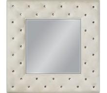 Niespotykane, nowoczesne lustro w pięknie przyozdobionej kryształkami ramie. Rama lustra wykonana jest z masy PU i pokryta białym lakierem (przecieranym)....