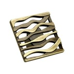 Stylizowana gałka firmy Schwinn. Gałka wykonana z metalu w kolorze pokrycia mosiądz patynowany. Szerokość gałki 42 mm.  Bardzo efektowna gałka...