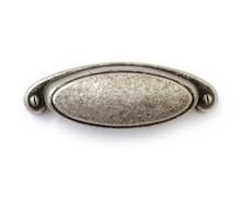 Stylizowany uchwyt włoskiej firmy Bosetti Marella. Uchwyt wykonany z wysokiej jakości stopu cynku i aluminium,w kolorze pokryciastare srebro....