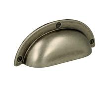 """Stylizowany uchwyt włoskiej firmy Bosetti Marella.  Stylowy uchwyt typu """"muszelka"""" w kolorze starej stali doda wszystkim meblom nieco przemysłowego..."""