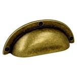 Stylizowany uchwyt włoskiej firmy Bosetti Marella wykonany z wysokiej jakości stopu cynku i aluminium. Kolor pokrycia:stary mosiądz Rozstaw otworów...