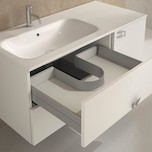 Osłona syfonu do szuflad pod zlew kuchenny lub umywalkę w łazience. Osłona jest wykonana z elastycznego tworzywa, idealna do zastosowania w szufladzie z...